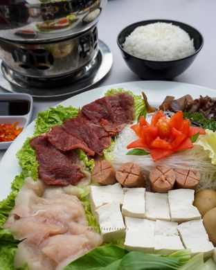 Foto 1 - Makanan di Maximo Resto & Garden - Puri Setiabudhi Residence Hotel oleh @mizzfoodstories