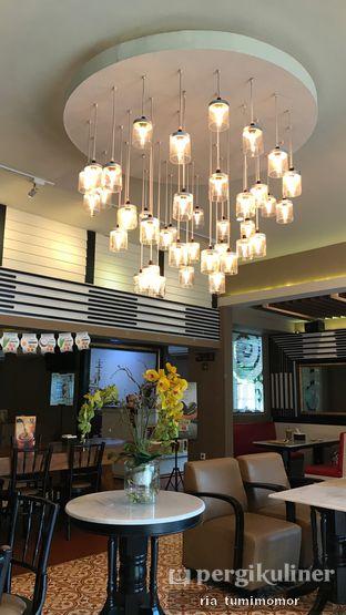 Foto 2 - Interior di Old Town White Coffee oleh riamrt