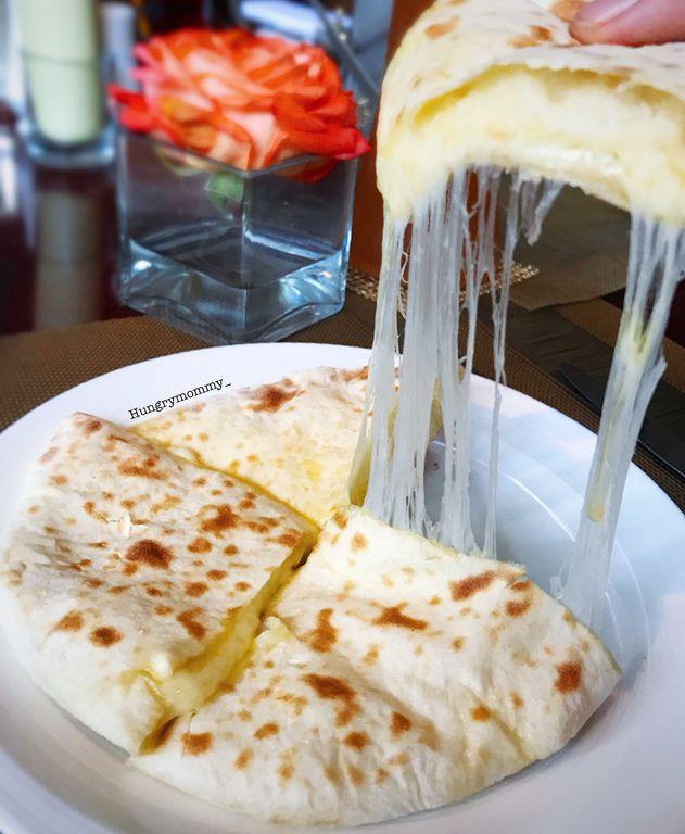 Cheese Naan Yang Selalu Membawaku Kembali Review Hungry Mommy Di Restoran The Cafe Hotel Mulia Senayan
