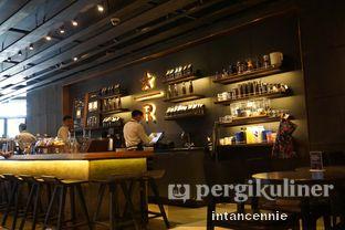 Foto 4 - Interior di Starbucks Reserve oleh bataLKurus