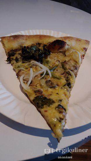 Foto 2 - Makanan(Midtown pizza) di Park Slope Pizzeria oleh Asasiani Senny