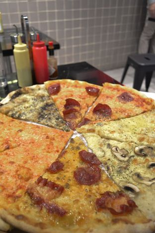 Foto review Sliced Pizzeria oleh IG: biteorbye (Nisa & Nadya)   2