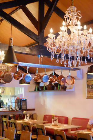 Foto 5 - Interior di Expatriate Restaurant oleh Novi Ps
