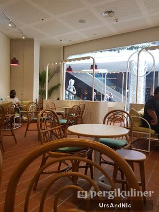 Foto 6 - Interior di Joe & Dough oleh UrsAndNic