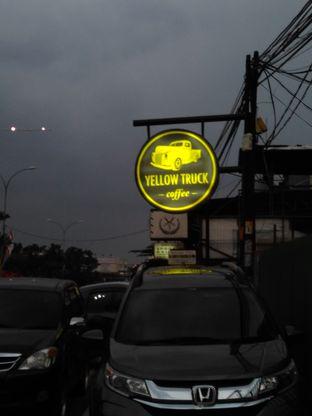 Foto 7 - Eksterior di Yellow Truck Coffee oleh Rahmi Febriani