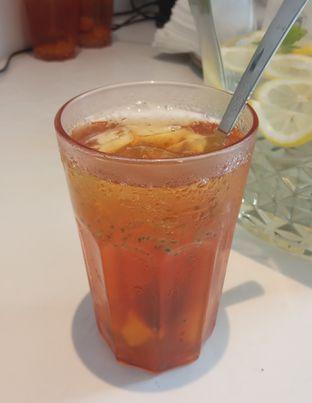 Foto 3 - Makanan(Ice Lyche Tea (IDR 25.9K) ) di Cecemuwe Cafe and Space oleh Renodaneswara @caesarinodswr