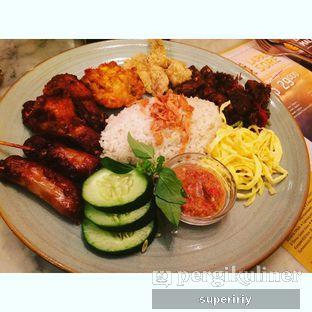 Foto 1 - Makanan(nasi uduk) di Sate Khas Senayan oleh @supeririy