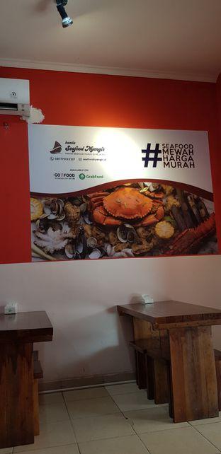 Foto 5 - Interior di Kantin Seafood Nyengir oleh Meri @kamuskenyang