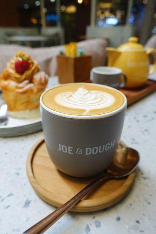 Foto 8 - Makanan di Joe & Dough oleh iminggie