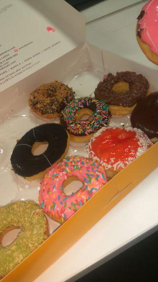 Foto 4 - Makanan(JCO donuts 1 dozens (IDR 79k)) di J.CO Donuts & Coffee oleh Renodaneswara @caesarinodswr