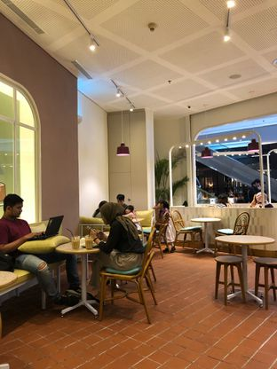 Foto 4 - Interior di Joe & Dough oleh feedthecat