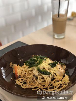 Foto 2 - Makanan(Spaghetti Aglio Olio) di Wyl's Kitchen - Veranda Hotel Puri oleh feedthecat