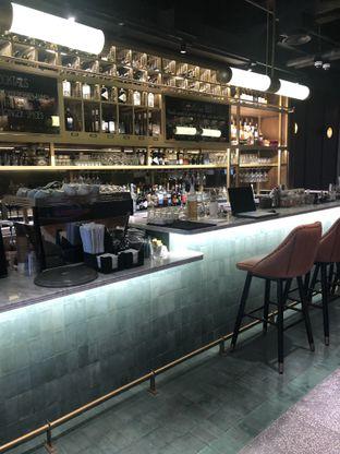 Foto 8 - Interior di FLYNN Dine & Bar oleh feedthecat