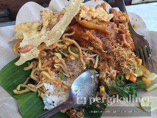 Foto 2 - Makanan di Nasi Kuning Pojok Pasar Pucang oleh @mamiclairedoyanmakan