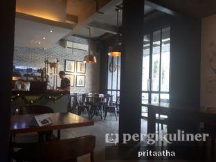 Foto 4 - Interior di Monopole Coffee Lab oleh Prita Hayuning Dias