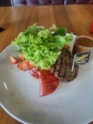 Foto 2 - Makanan(German Platter) di Justus Steakhouse oleh Fadhlur Rohman