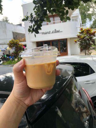 Foto 1 - Makanan(iced latte) di Two Hands Full oleh Budi Lee