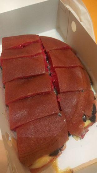 Foto 1 - Makanan(Martabak Red Velvet Cream Cheese (IDR 90k) ) di Martabakku oleh Renodaneswara @caesarinodswr