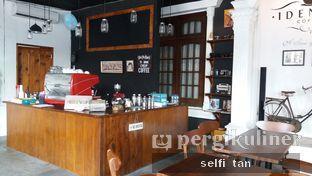 Foto 4 - Interior di Identic Coffee oleh Selfi Tan