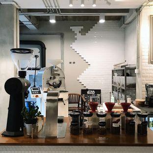 Foto 2 - Interior di Kapyc Coffee & Roastery oleh Della Ayu