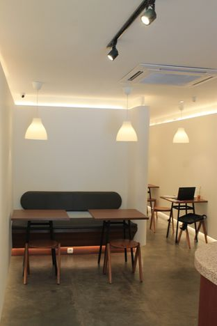 Foto 8 - Interior di Routine Coffee & Eatery oleh Prido ZH