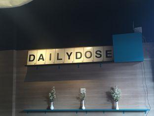 Foto 2 - Interior di Dailydose Coffee & Eatery oleh Prajna Mudita