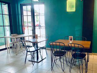 Foto 9 - Interior di Edisan Coffee oleh feedthecat