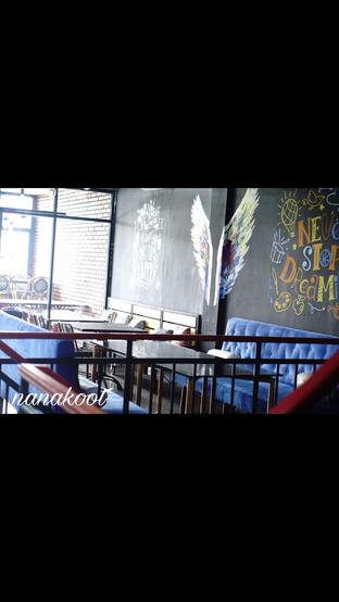 Foto 10 - Interior di Monchitto Gourmet Pizza oleh Nanakoot