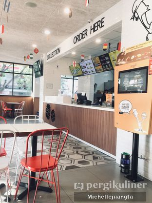 Foto 6 - Interior di BurgerUP oleh Michelle Juangta