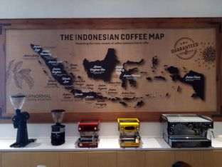 Foto 1 - Interior di Upnormal Coffee Roasters oleh Chris Chan