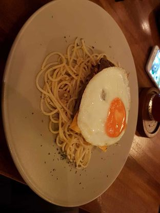 Foto 3 - Makanan(Spaghetti and cheese burger) di Toodz House oleh Pria Lemak Jenuh