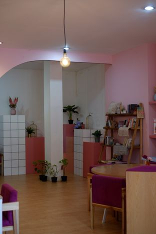 Foto 7 - Interior di Kullerfull Coffee oleh Deasy Lim