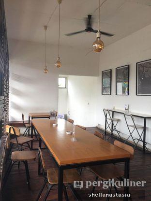 Foto 7 - Interior di Kowok Coffee & Gallery oleh Shella Anastasia