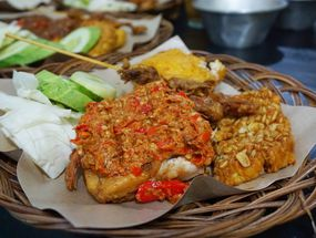 Foto Ayam Gepuk Pak Gembus