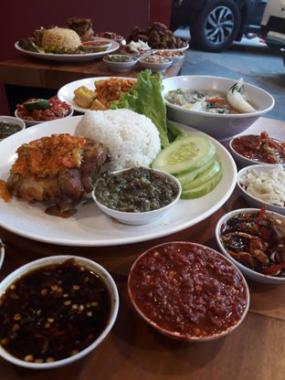 Foto 2 - Makanan di Sambal Khas Karmila oleh Ken @bigtummy_culinary
