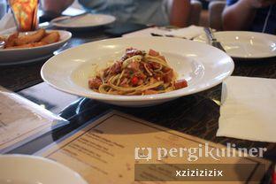 Foto 2 - Makanan(Porky Aglio Olio) di The Socialite Bistro & Lounge oleh zizi