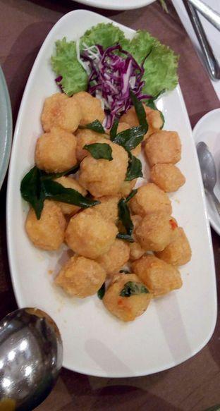 Foto 1 - Makanan(Tahu Telur Asin (IDR 93k) ) di Plataran Menteng oleh Renodaneswara @caesarinodswr