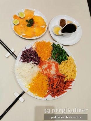 Foto 2 - Makanan(Yee Shang Salmon) di Eastern Opulence oleh Patsyy