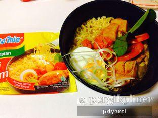 Foto 1 - Makanan(MieMirip Ayam Bawang) di Mix Diner & Florist oleh Priyanti  Sari