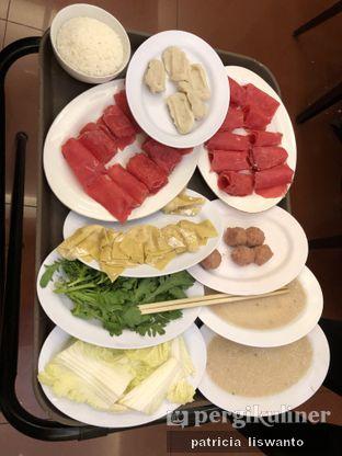 Foto 2 - Makanan(fish glue & Beef & wonton & meatball * fishcake) di Coca Suki Restaurant oleh Patsyy