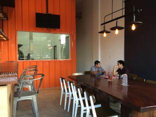 Foto 5 - Interior di Coffeedential Roastery & Dessert oleh Buncit Foodies