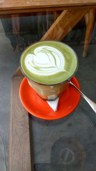 Foto 3 - Makanan(Green Tea Latte (IDR 45k)) di Tanamera Coffee Roastery oleh Renodaneswara @caesarinodswr