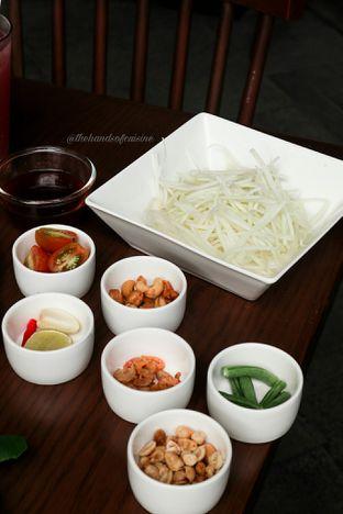 Foto 4 - Makanan di Noble by Zab Thai oleh thehandsofcuisine