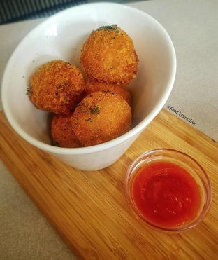 Foto 1 - Makanan di Oiio Bistro oleh Eatandcrunch