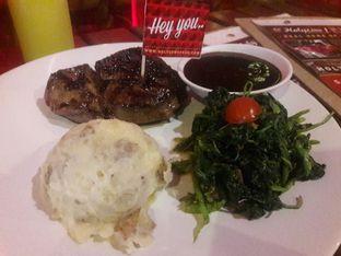 Foto 1 - Makanan di Steak Hotel by Holycow! oleh Dwi Izaldi