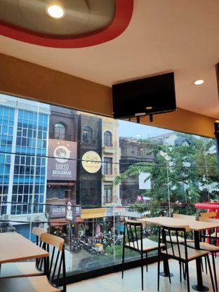 Foto 2 - Interior di KFC oleh Keinanda Alam