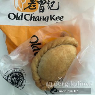 Foto - Makanan(Curry Puff) di Old Chang Kee oleh Monique @mooniquelie @foodinsnap