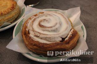 Foto 5 - Makanan(Cinnamon Roll) di 7 Speed Coffee oleh AndaraNila