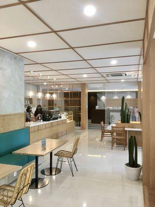 Foto 12 - Interior di Dailydose Coffee & Eatery oleh Prido ZH