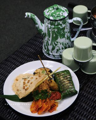 Foto review IR Resto - Gumilang Regency Hotel oleh Vina | Eat and Leisure 7